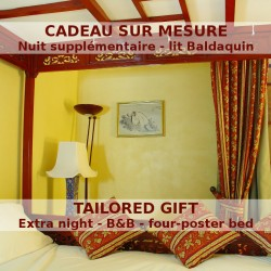 Extra nuit in a bedroom with a four-poster bed at Le Relais de Saint Preuil - B&B